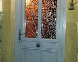 Menuiserie Bernard Jean-Philippe - Ville-sous-Anjou - Rénovation de portes d'entrée en bois exotique bicoloration